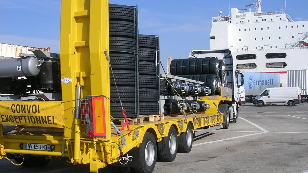Mercure Transit Spécialisée dans le transfert de véhicules industriels et utilitaires, MERCURE TRANSIT propose des solutions de transport adaptées à vos besoins. Transit maritime